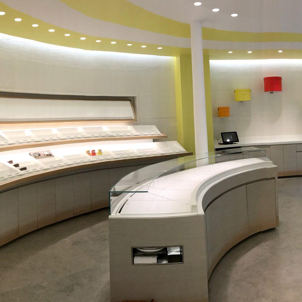 Boutique Pierre Hermé , Paris 3 ème , en Corian et Querkus
